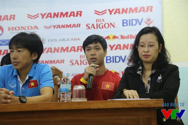 Công Phượng cho biết, việc đeo băng thủ quân của U23 Việt Nam hoàn toàn phụ thuộc vào quyết định của HLV Miura.