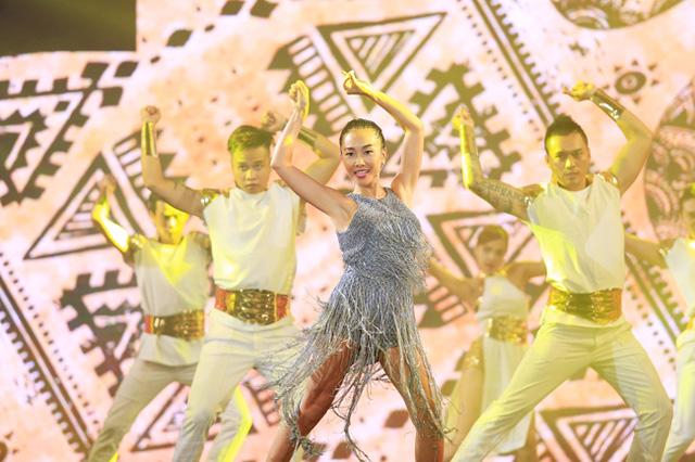 Đoan Trang với Sundance đã góp thêm sự tưng bừng cho Chào 2016.