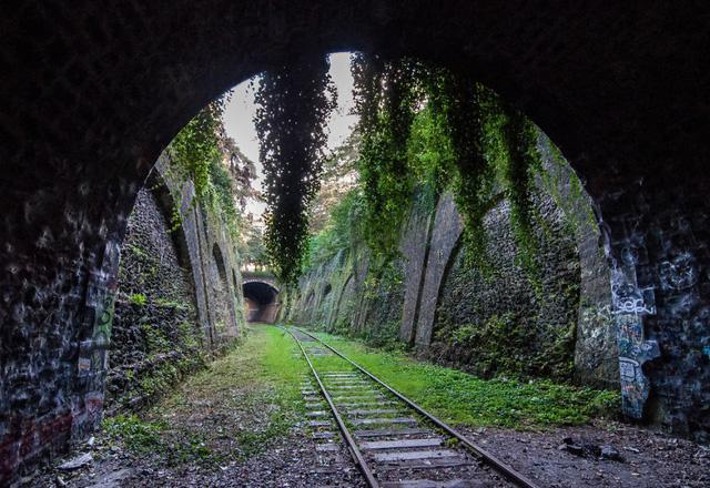 Đường tàu không còn được sử dụng ở Pháp