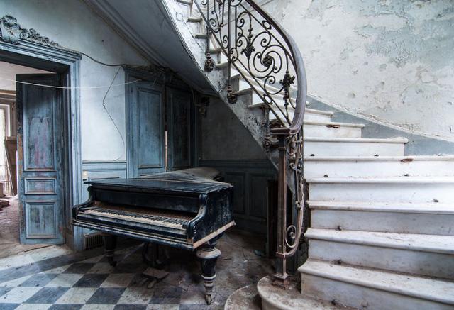 Trong một lâu đài bị bỏ mặc ở Pháp