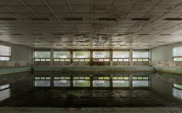 Bể bơi không còn hoạt động ở Ba Lan