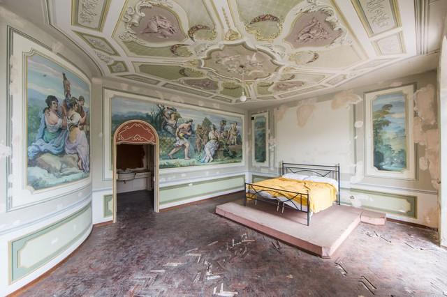 Biệt thự bỏ hoang ở Italy