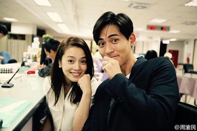 Châu Du Dân và Dụ Hồng Uyên hạnh phúc khoe ảnh nhẫn đính hôn