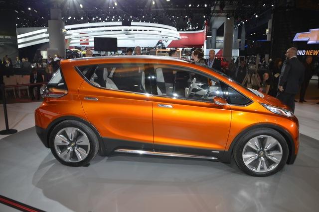 Xe được chế tạo từ các vật liệu nhẹ nhưng đảm bảo độ vững chắc như nhôm và sợi carbon