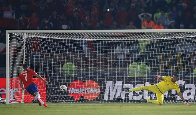 Chile thực hiện thành công cả 4 quả đá luân lưu