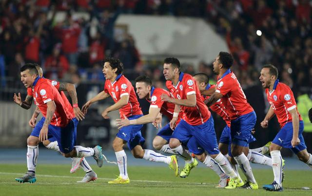 Niềm vui tột bậc của các cầu thủ Chile