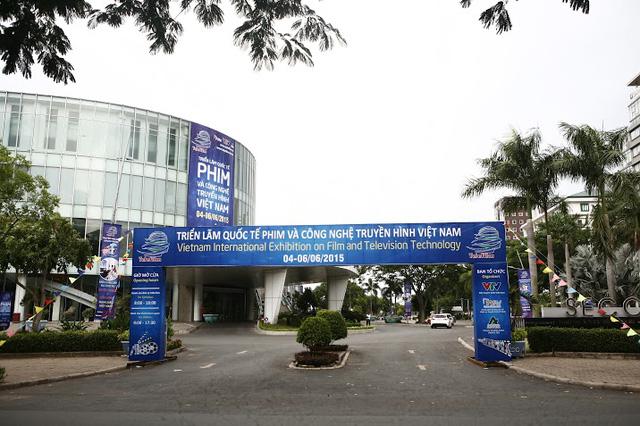Triển lãm được giới thiệu nổi bật ở bên ngoài Trung tâm Hội chợ và Triển lãm Sài Gòn.