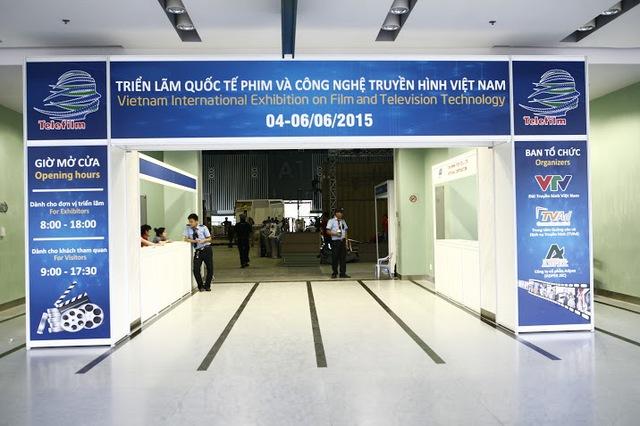 Cổng vào khu vực trưng bày của hơn 300 gian hàng.