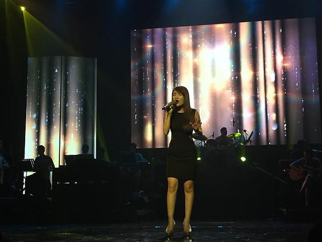 Quán quân Vietnam Idol Nhật Thủy sẽ thể hiện ca khúc Lời ru một mình của nhạc sĩ Trương Ngọc Ninh (ý thơ của Lê Cảnh Nhạc).