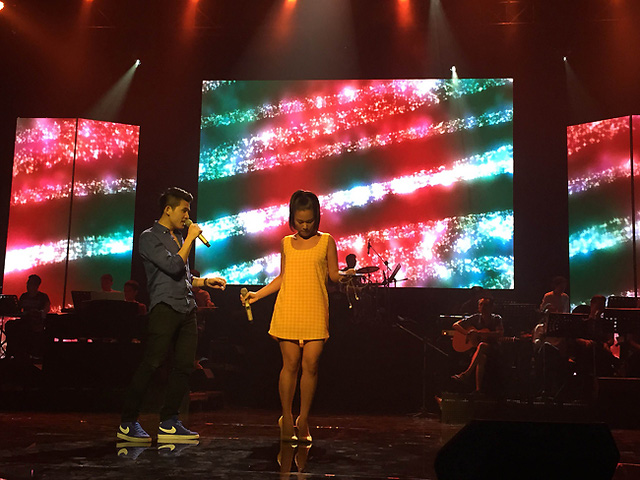 Ca sĩ Quốc Thiên và Phương Vy trong buổi tổng duyệt. Trong đêm Chung kết, hai ca sĩ sẽ thể hiện sáng tác Chuyện 2 của tác giả Hoàng Anh Minh.