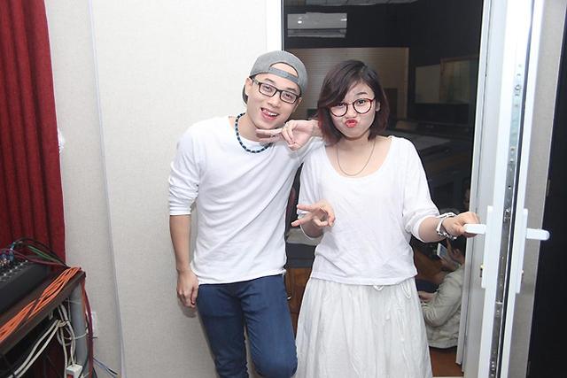 Cặp đôi Trúc Nhân và Nguyễn Thảo Nhí lí lắc tạo dáng.
