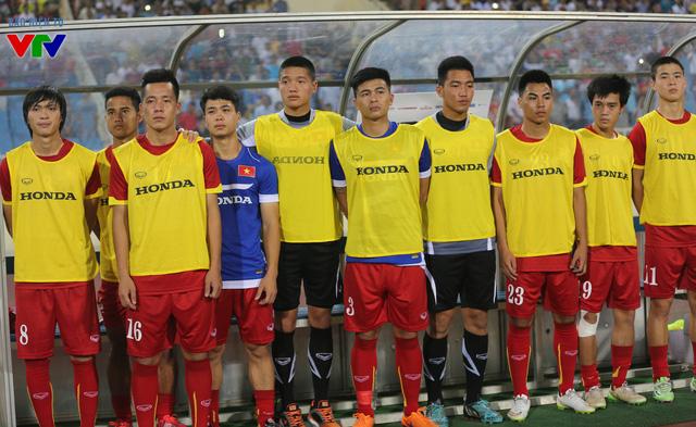 Công Phượng (áo xanh), Mạnh Hùng (số 3) và Văn Toàn (thứ hai từ phải sang) đã không có tên trong danh sách ĐTVN sang Thái Lan.