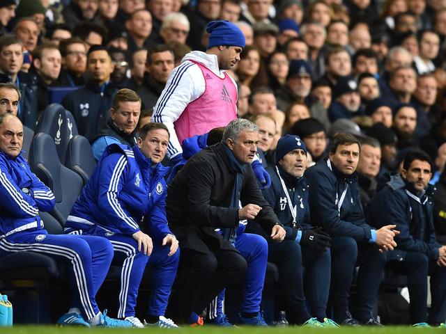 Thành tích của Chelsea chưa được cải thiện, trong khi đó, sóng ngầm đang trỗi dậy trong phòng thay đồ.