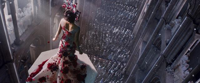 Nữ vương Jupiter xuất hiện trước sự chứng kiến của hàng nghìn thần dân
