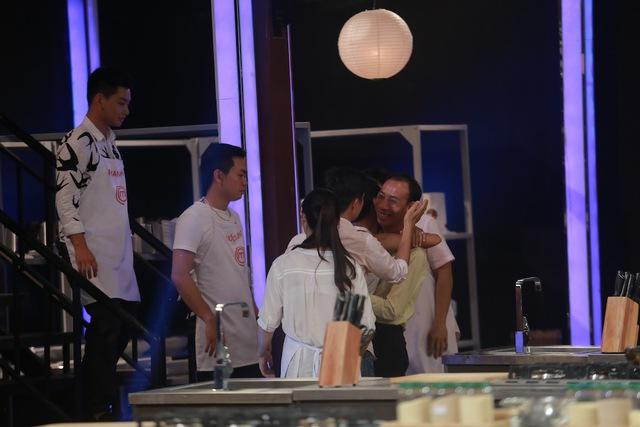 Các thí sinh còn lại tiếc nuối chia tay Đăng Vũ.
