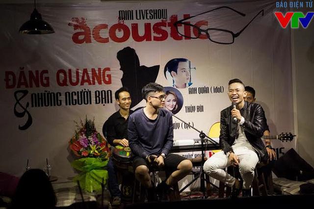 Bạn bè thân thiết của Đăng Quang cũng lên song ca cùng anh.