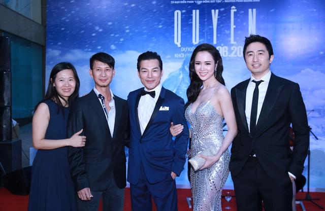 Các diễn viên, đạo diễn Nguyễn Phan Quang Bình và đại diện nhà sản xuất BHD.
