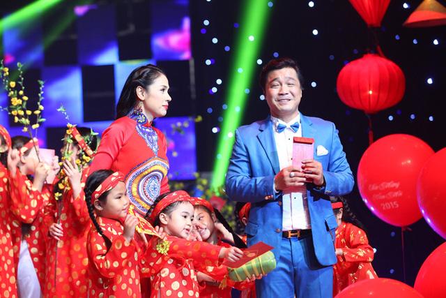 Lý Hùng và Việt Trinh tái xuất trên sân khấu Hương Tết Việt