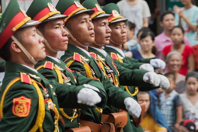 Không khí của Lễ diễu binh, diễu hành khiến nhiều người dân cảm thấy tự hào.