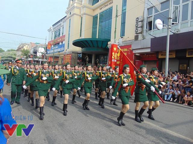 Không ít người cảm thấy thán phục trước tác phong diễu binh nghiêm túc, chuyên nghiệp của các nữ chiến sĩ
