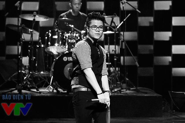 Năm 2012, Đinh Mạnh Ninh giành giải thưởng cao nhất của Bài hát Việt tại chương trình Chung kết - giải Bài hát của năm (cho ca khúc Mùa yêu đầu).