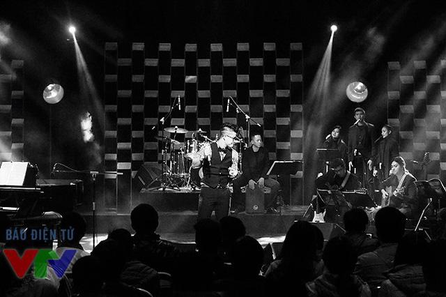 Và trước khi được biết kết quả ca khúc của Ninh tại đêm Chung kết Bài hát Việt, những khán giả yêu mến Ninh sẽ có cơ hội thưởng thức giọng hát của Ninh và những sáng tác của Ninh trong chương trình Nghệ sĩ tháng do Ban Văn nghệ, Đài THVN thực hiện.