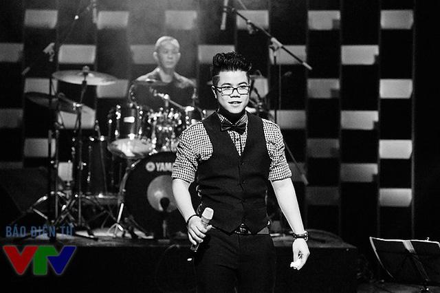 Cùng năm 2009, Đinh Mạnh Ninh cũng nhận giải Ca sĩ được yêu thích nhất của Bài hát Việt - chương trình giành cho các tác giả và các nhạc sĩ. Nam ca sĩ sinh năm 1989 - với những giải thưởng đã nhận được - được xếp vào danh sách những ca sĩ có thực lực của âm nhạc Việt Nam.