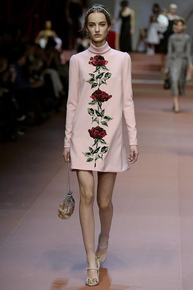 Một trong những BST thể hiện rõ xu hướng floral nhất ở Tuần lễ thời trang vừa qua là BST của Dolce & Gabbana.