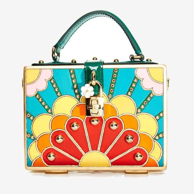 Túi dáng hộp sơn tay của Dolce & Gabbana