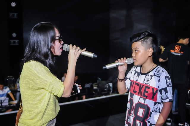 Từng làm huấn luyện viên tại Giọng hát Việt mùa đầu tiên nên giọng ca Bay có kinh nghiệm trong việc truyền cảm hứng cho học trò.