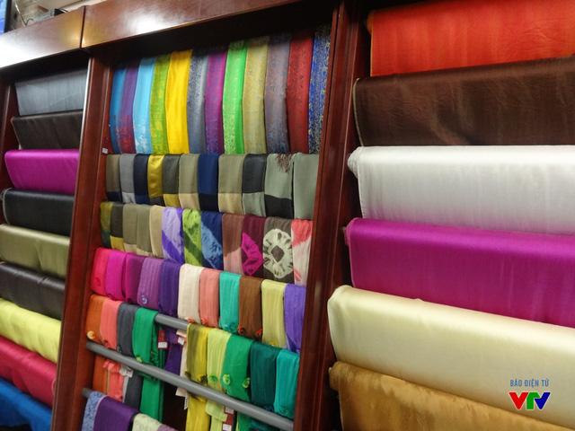 Sản phẩm lụa Vạn Phúc được xuất khẩu sang các nước Đông Âu