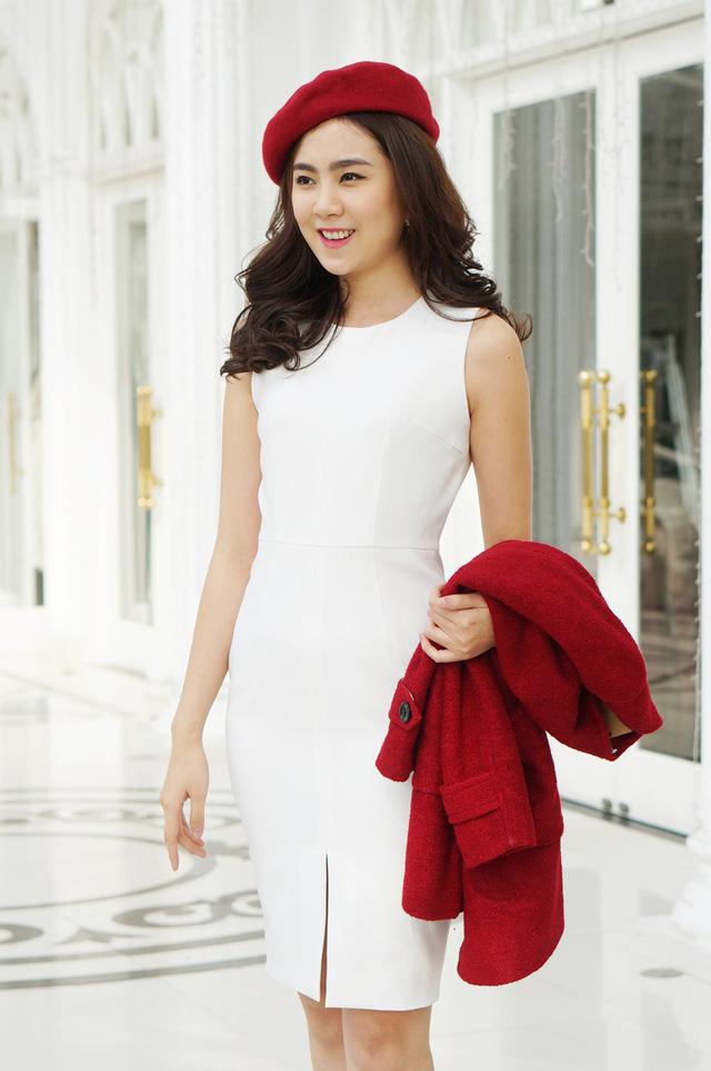 Trang phục cô ưa thích có phong cách công sở khá lịch sự.