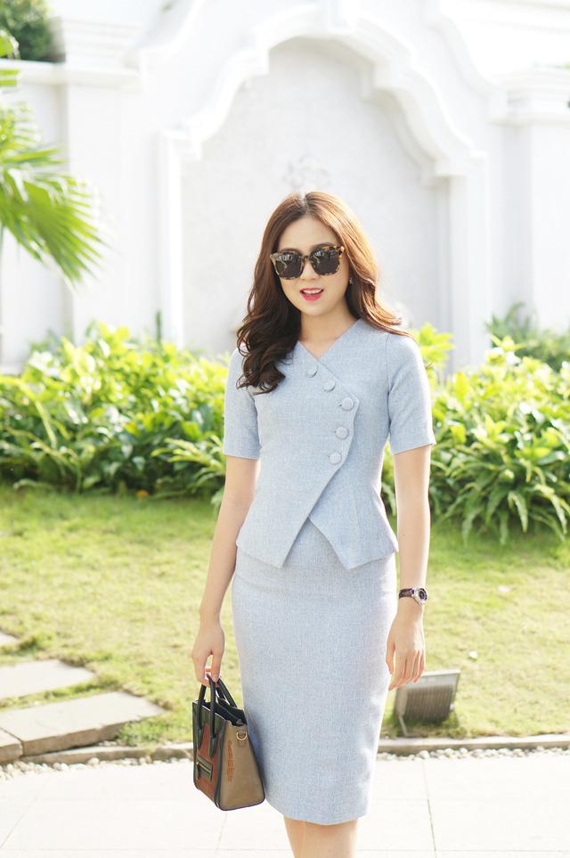 Trong mùa Đông năm nay, Mai Ngọc đã lựa chọn dạ mỏng làm chất liệu chủ đạo cho trang phục của mình.