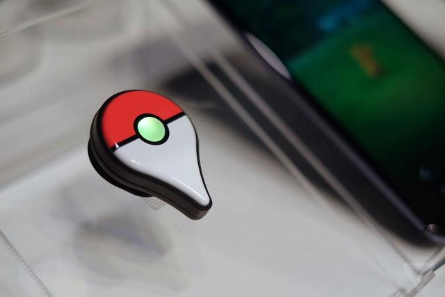 Pokémon GO Plus được tạo hình dựa trên Poké Ball - quả cầu dùng để thu phục các Pokémon