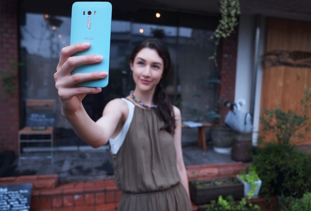 ZenFone Selfie sở hữu 2 camera với độ phân giải 13MP