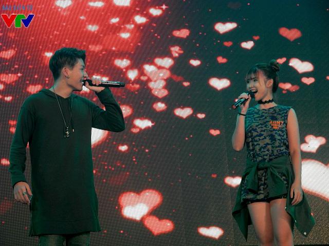 Kelvin Khánh bắt cặp hoàn hảo cùng ca sĩ Khởi My trong một ca khúc nhạc Hoa trữ tình.