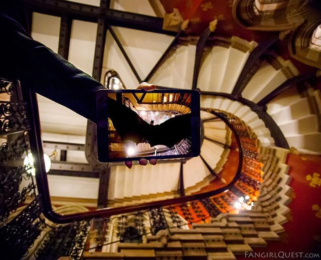 Bộ phim Batman Begins đã được quay ở khách sạn St. Pancras tại London, Anh.