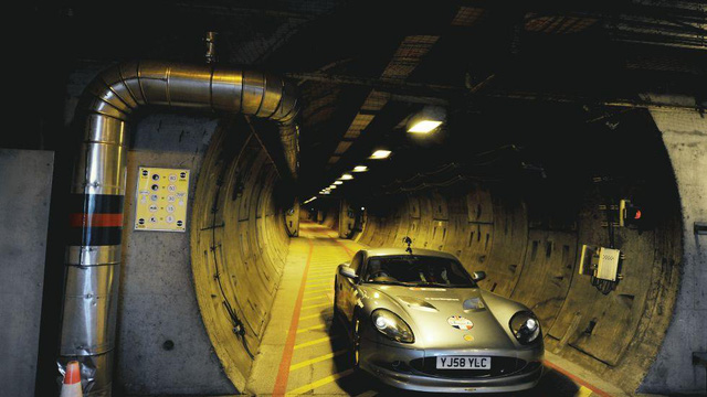 Đường hầm Channel nằm giữa Anh và Pháp trông như một đường ống khổng lồ ấn tượng.