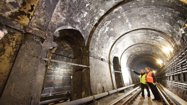 Đường hầm Thames ở London (Anh) mang nét cổ kính, được xây dựng trong khoảng thời gian 1825 - 1843, bắc qua sông Thames.