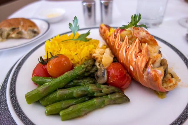 Hành khách có thể sử dụng dịch vụ Book the Cook để thưởng thức những món ăn trong khi chờ chuyển chuyến bay