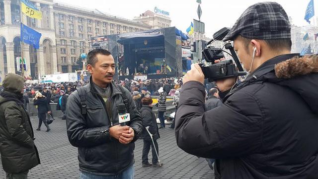 PV Duy Nghĩa và QP Duy Thái luôn có mặt tại những điểm nóng ở Ukraine để đưa tin về tình hình căng thẳng nơi đây trong năm 2014.