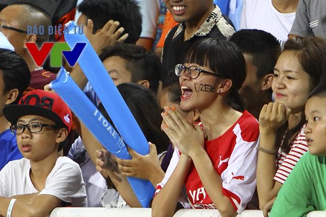 Dzeko là một trong số những cầu thủ Man City nhận được nhiều tình cảm từ khán giả Việt Nam.