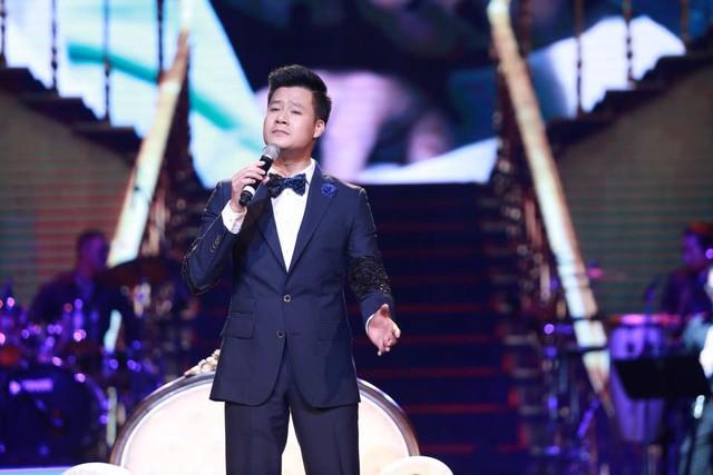 Ca sỹ Quang Dũng trên sân khấu Bài hát yêu thích.