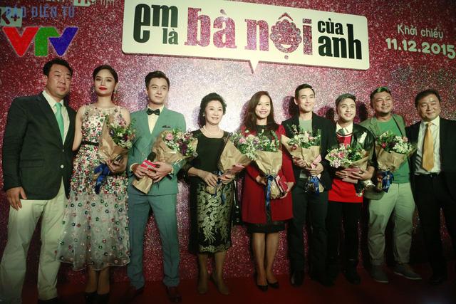 Dàn diễn viên phim Em là bà nội của anh trong buổi chiếu ra mắt tại Hà Nội chiều 02/12