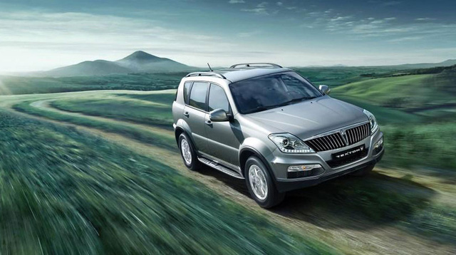 Xe được trang bị động cơ diesel 2.0L hoặc 2.7L và động cơ xăng 3.2L
