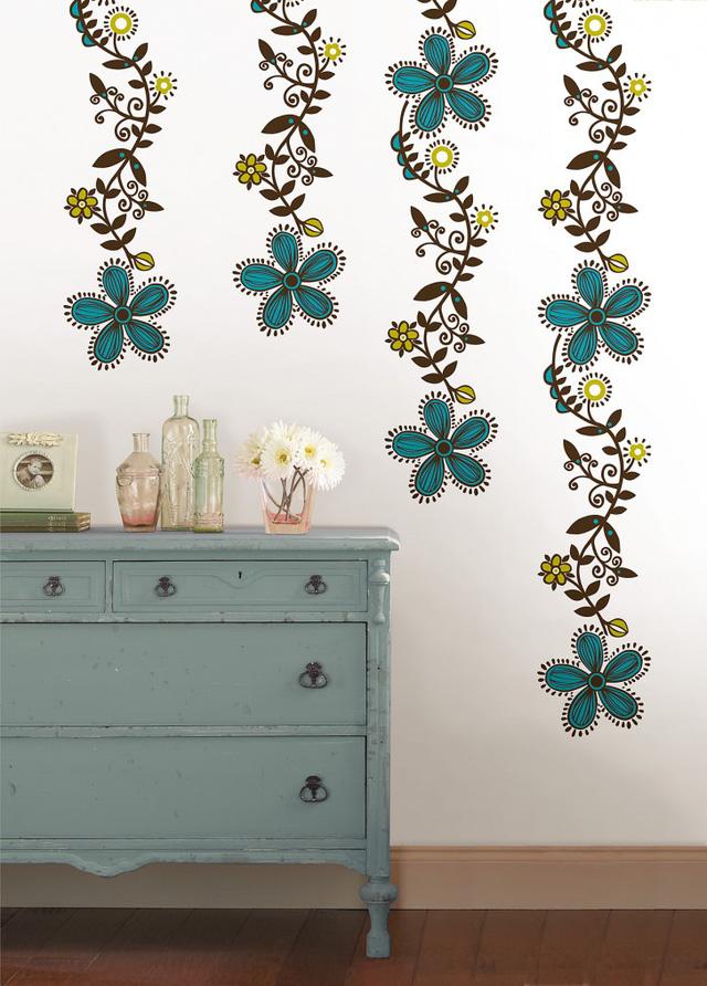 Tường nhà điệu đà hơn với giấy dán tường hình hoa.