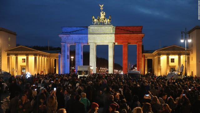 Cổng Brandenburg ở Berlin (Đức)