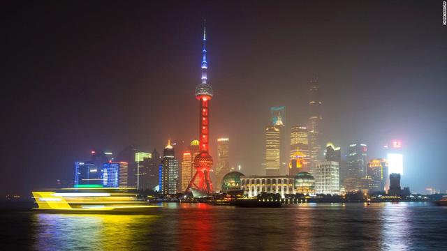 Tháp truyền hình Oriental Pearl ở Thượng Hải (Trung Quốc)