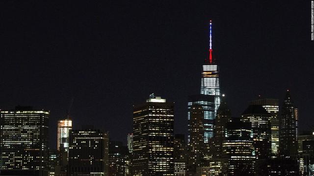 Tháp ăng-ten ở Trung tâm thương mại quốc tế của New York (Mỹ)
