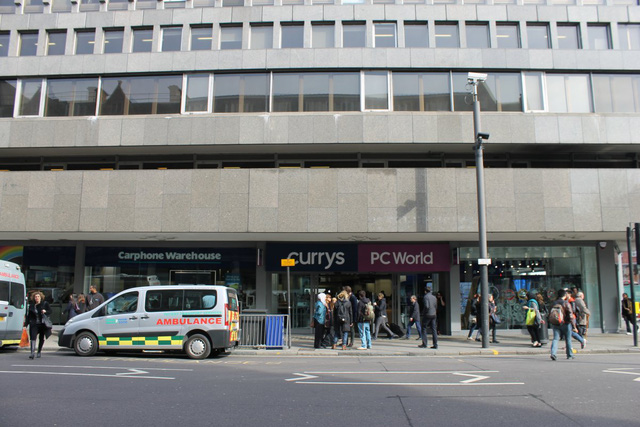 Hình ảnh bên ngoài trung tâm bán lẻ đồ điện tử Currys PC World
